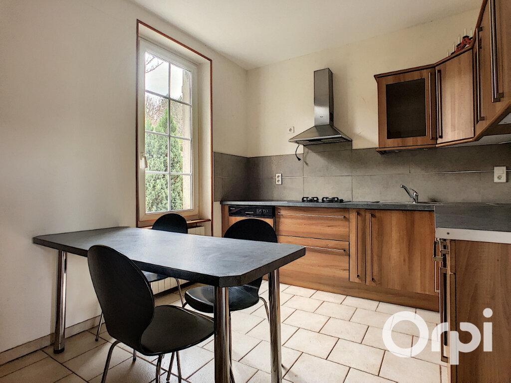 Maison à vendre 4 102m2 à Saint-Éloy-les-Mines vignette-3