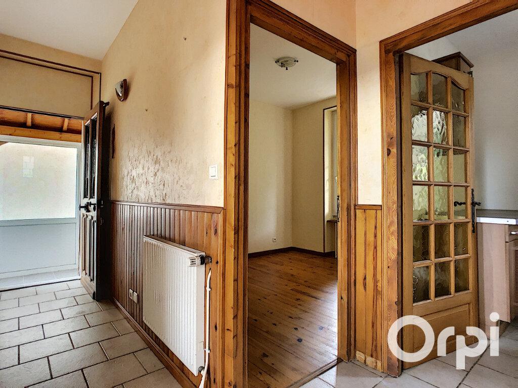 Maison à vendre 4 102m2 à Saint-Éloy-les-Mines vignette-11