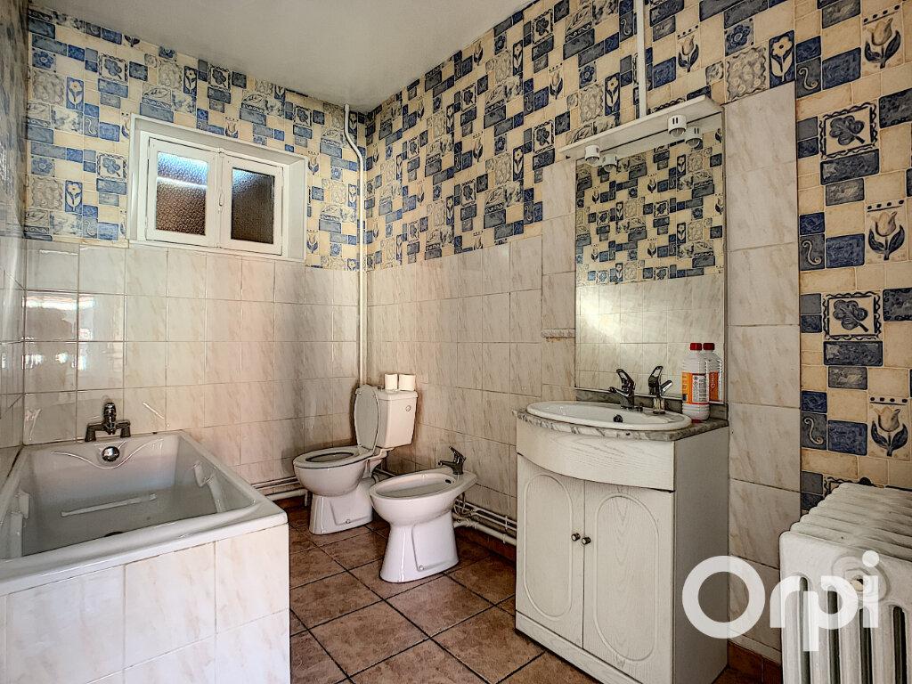 Maison à vendre 4 116.4m2 à Saint-Éloy-les-Mines vignette-6