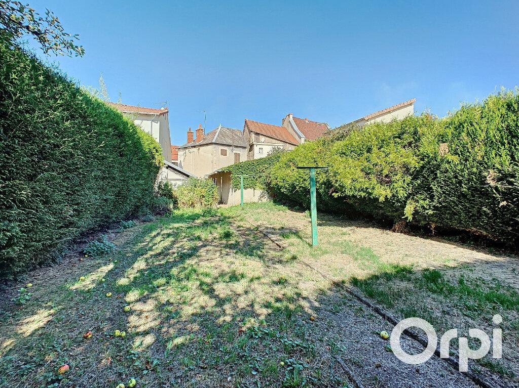Maison à vendre 4 116.4m2 à Saint-Éloy-les-Mines vignette-11