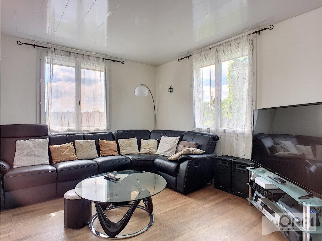 Maison à vendre 7 150m2 à Saint-Éloy-les-Mines vignette-4