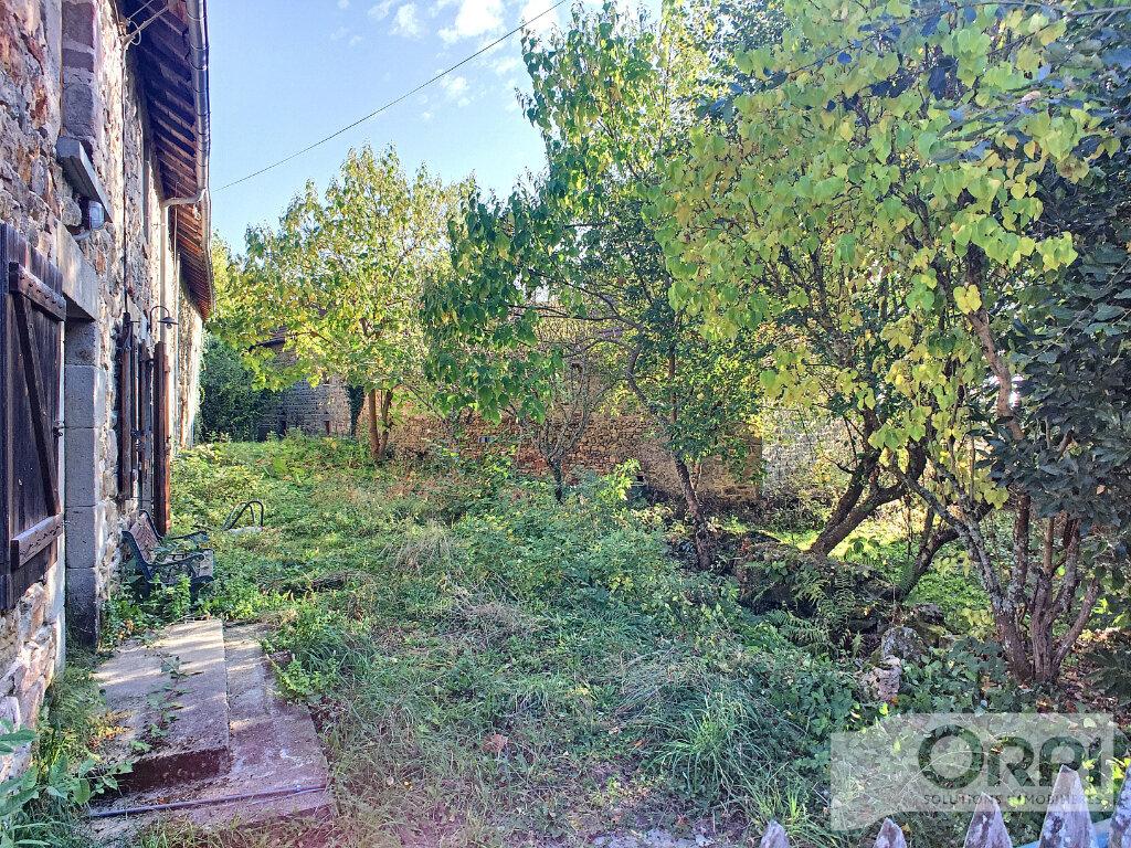Maison à vendre 6 105m2 à Gouttières vignette-5