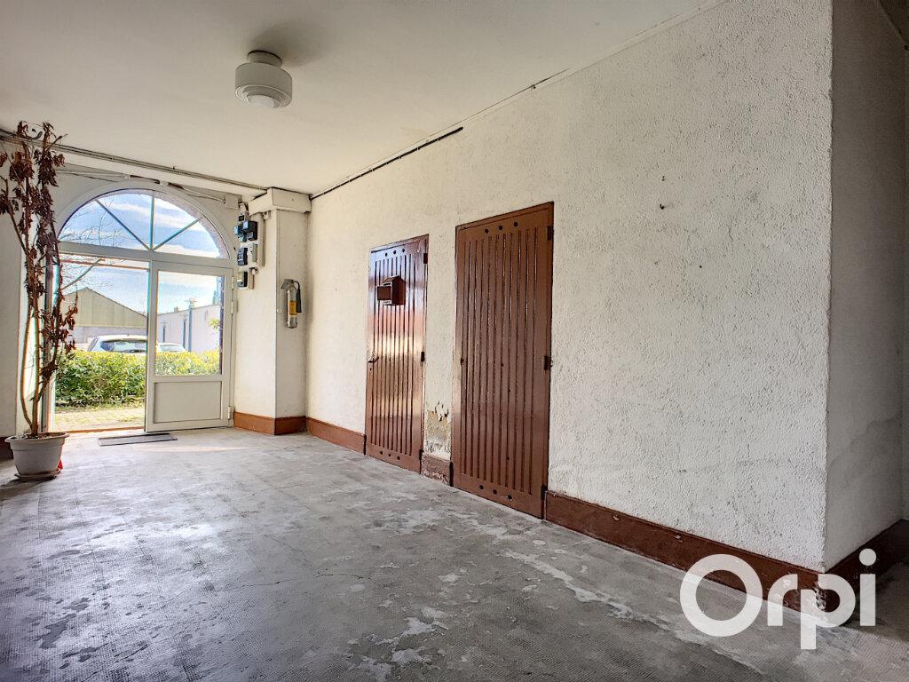 Appartement à vendre 3 54.73m2 à Saint-Éloy-les-Mines vignette-2