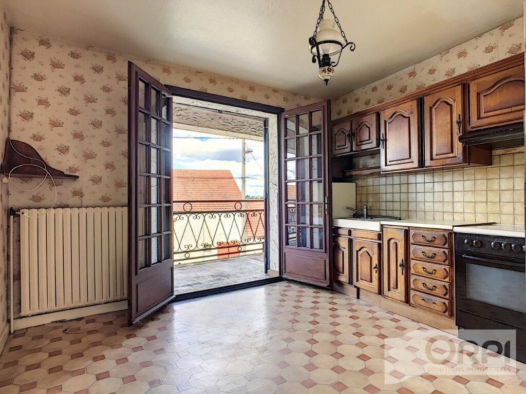 Maison à vendre 4 122m2 à Saint-Éloy-les-Mines vignette-2