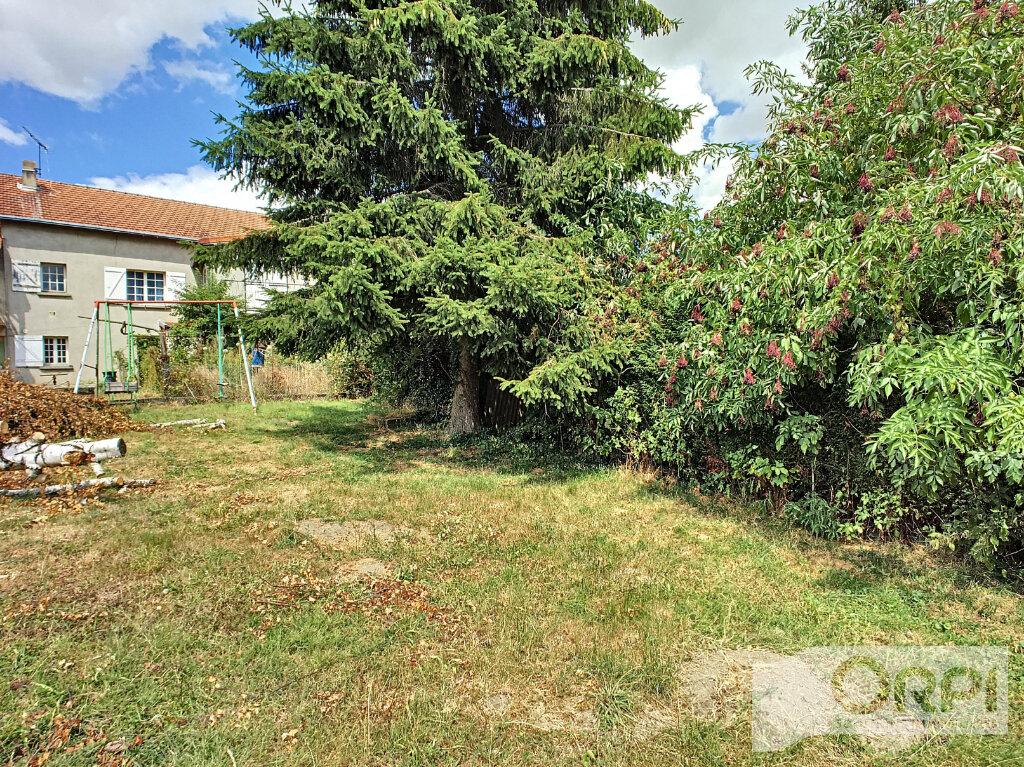 Maison à vendre 4 122m2 à Saint-Éloy-les-Mines vignette-13