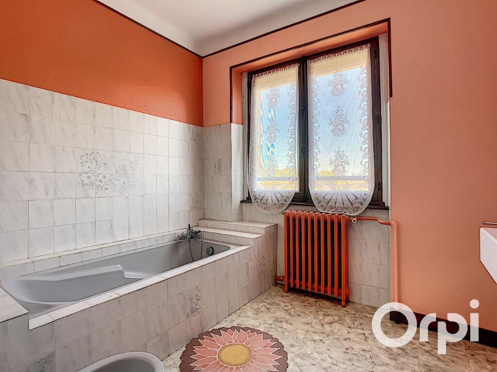 Maison à vendre 5 125.5m2 à Saint-Éloy-les-Mines vignette-9