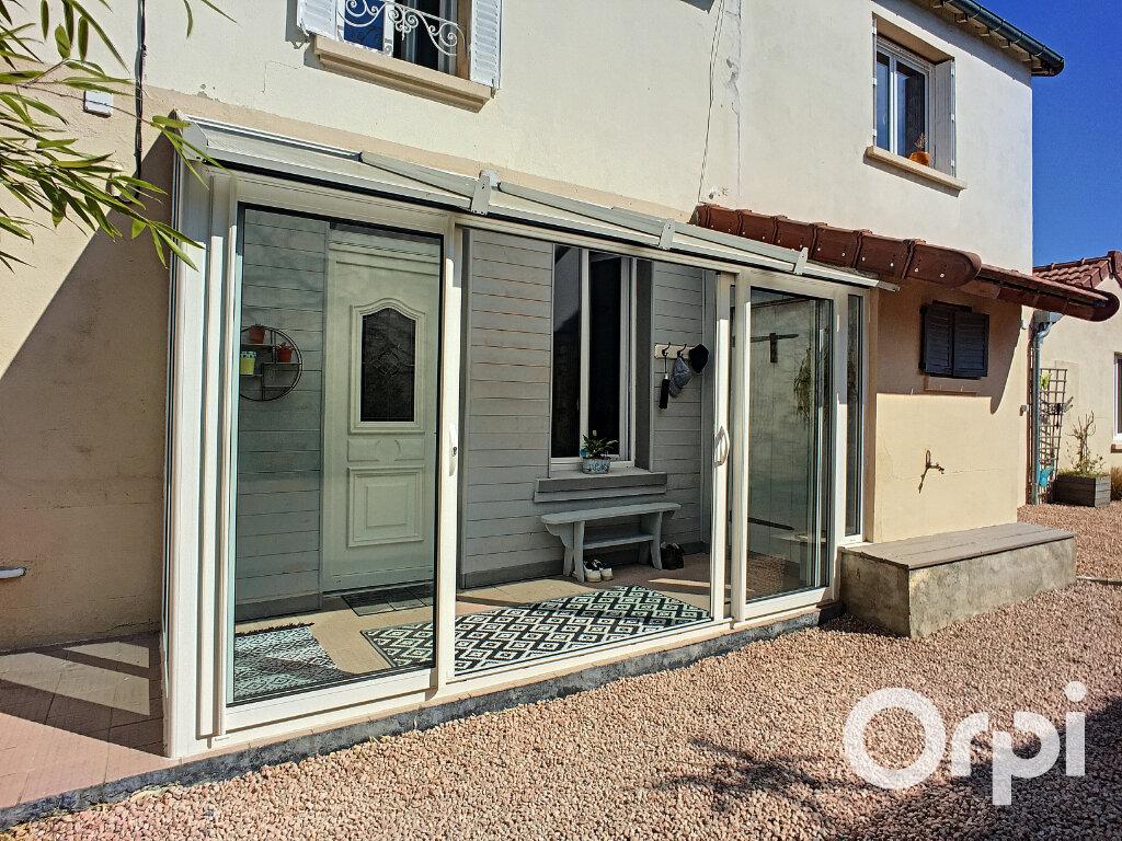 Maison à vendre 5 112m2 à Saint-Éloy-les-Mines vignette-3