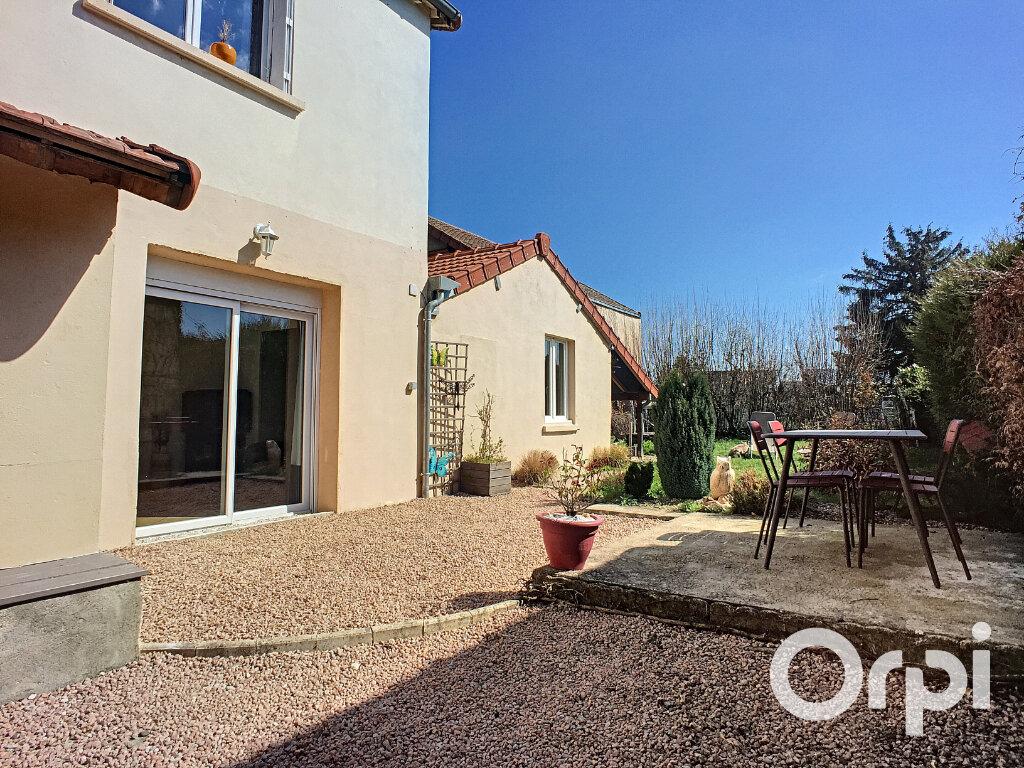Maison à vendre 5 112m2 à Saint-Éloy-les-Mines vignette-4