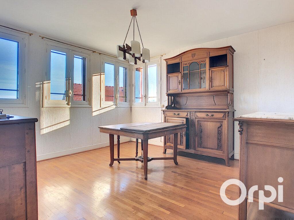 Maison à vendre 5 113m2 à Saint-Éloy-les-Mines vignette-2
