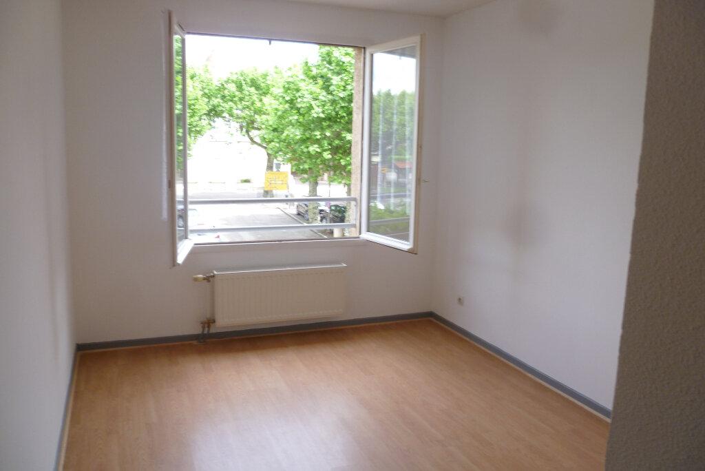 Appartement à louer 3 85.12m2 à Saint-Étienne-de-Saint-Geoirs vignette-5