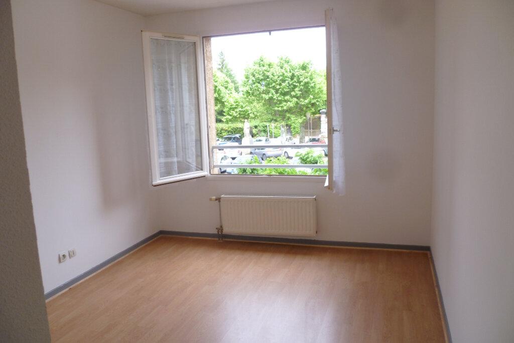 Appartement à louer 3 85.12m2 à Saint-Étienne-de-Saint-Geoirs vignette-8