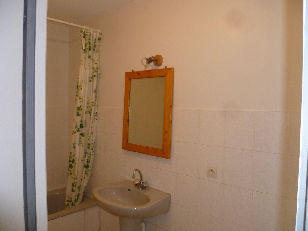 Appartement à louer 3 85.12m2 à Saint-Étienne-de-Saint-Geoirs vignette-9