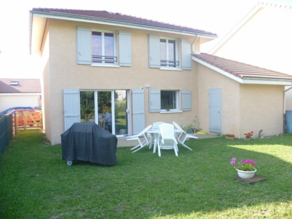 Maison à louer 4 90m2 à Saint-Étienne-de-Saint-Geoirs vignette-1
