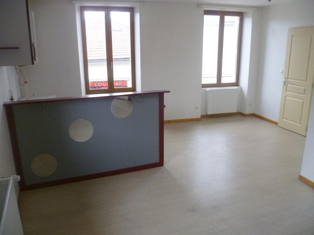Appartement à louer 2 37m2 à Saint-Étienne-de-Saint-Geoirs vignette-3