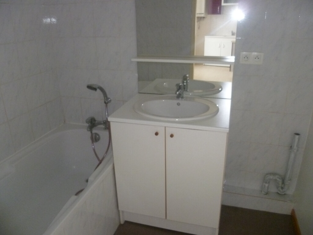 Appartement à louer 2 37m2 à Saint-Étienne-de-Saint-Geoirs vignette-5
