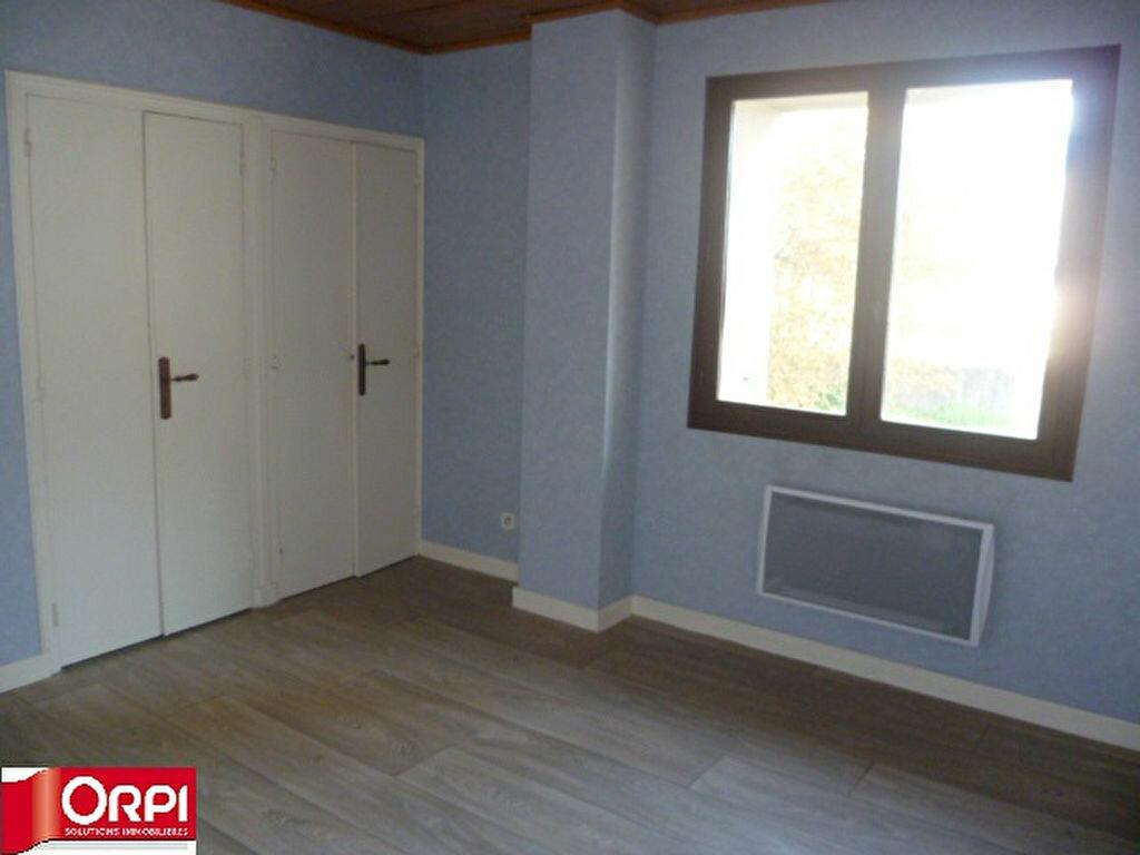 Appartement à louer 3 54.8m2 à Brézins vignette-3
