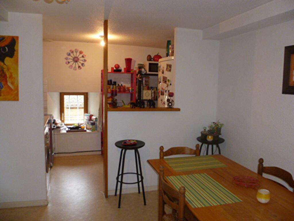 Appartement à louer 3 53m2 à Saint-Étienne-de-Saint-Geoirs vignette-1