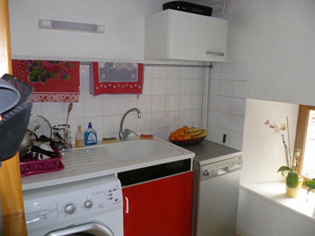Appartement à louer 3 53m2 à Saint-Étienne-de-Saint-Geoirs vignette-2