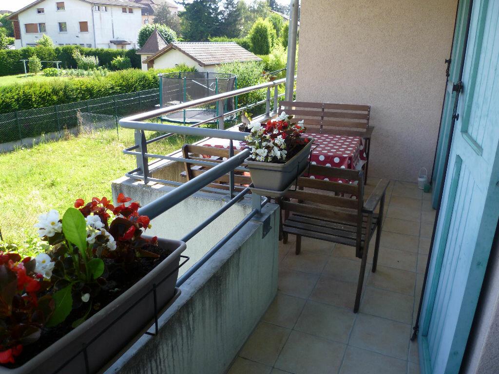 Appartement à louer 3 59.68m2 à Saint-Étienne-de-Saint-Geoirs vignette-1