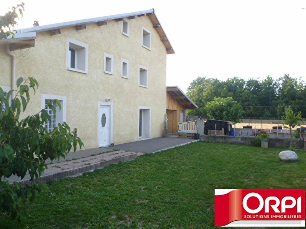 Maison à louer 4 146.64m2 à Saint-Siméon-de-Bressieux vignette-1