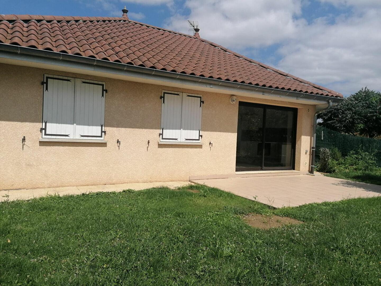 Maison à louer 4 73m2 à Saint-Étienne-de-Saint-Geoirs vignette-1