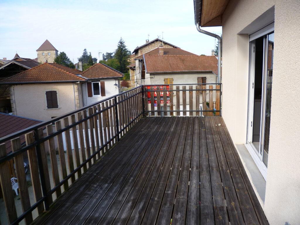 Appartement à louer 3 73.2m2 à Saint-Étienne-de-Saint-Geoirs vignette-1
