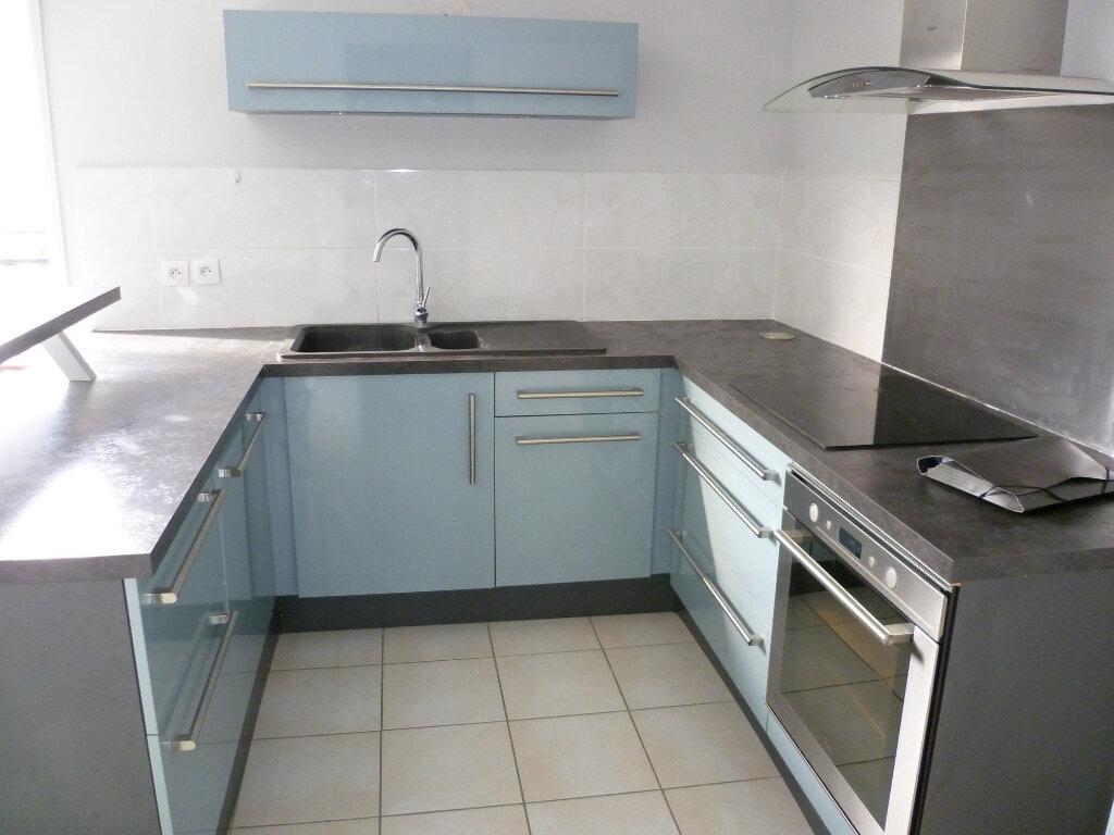 Appartement à louer 3 73.2m2 à Saint-Étienne-de-Saint-Geoirs vignette-3