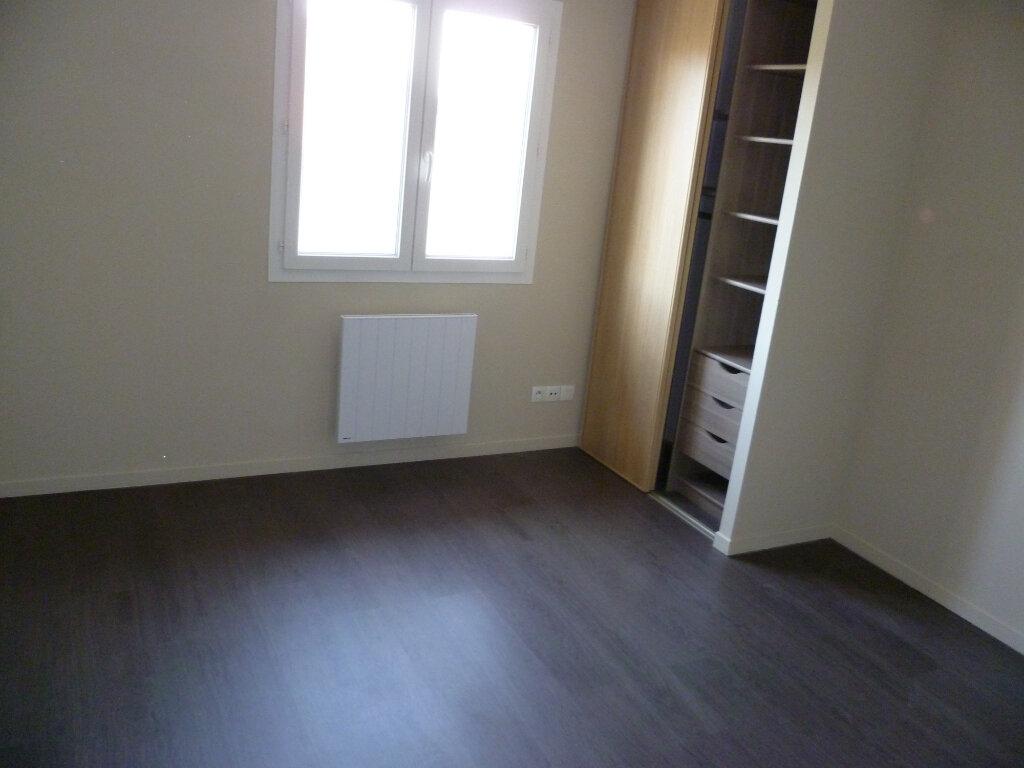 Appartement à louer 3 73.2m2 à Saint-Étienne-de-Saint-Geoirs vignette-5