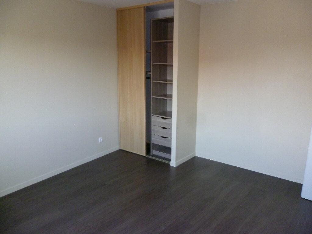 Appartement à louer 3 73.2m2 à Saint-Étienne-de-Saint-Geoirs vignette-6