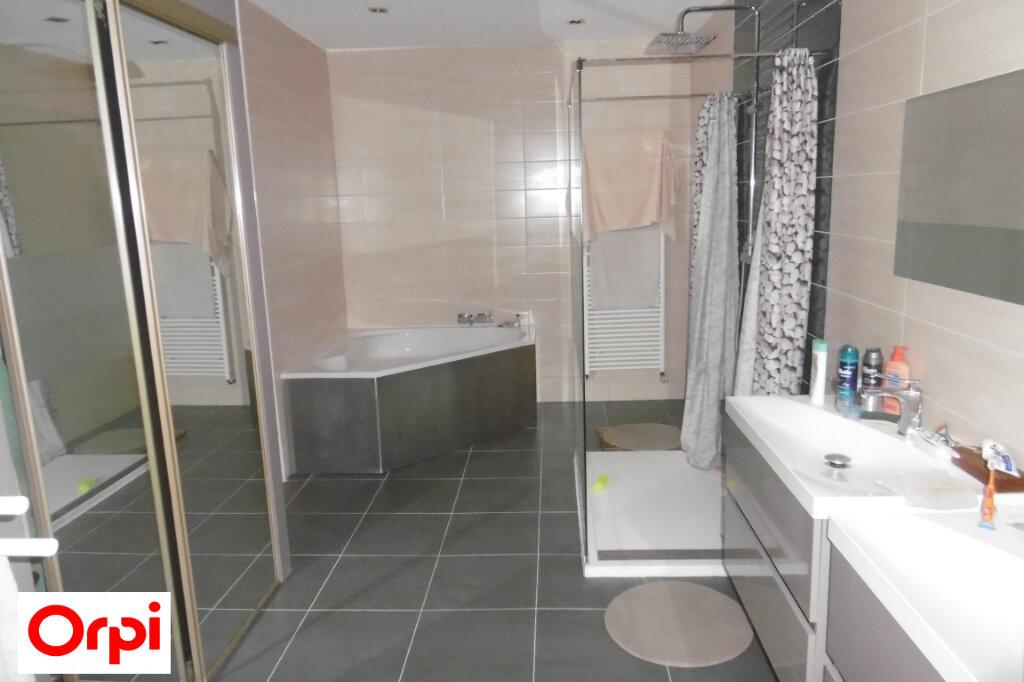 Maison à vendre 7 230m2 à Saint-Siméon-de-Bressieux vignette-7