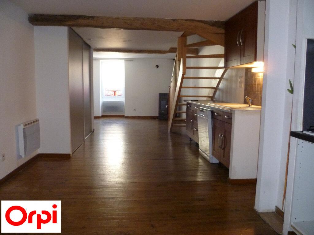 Appartement à louer 4 74.6m2 à Saint-Étienne-de-Saint-Geoirs vignette-1