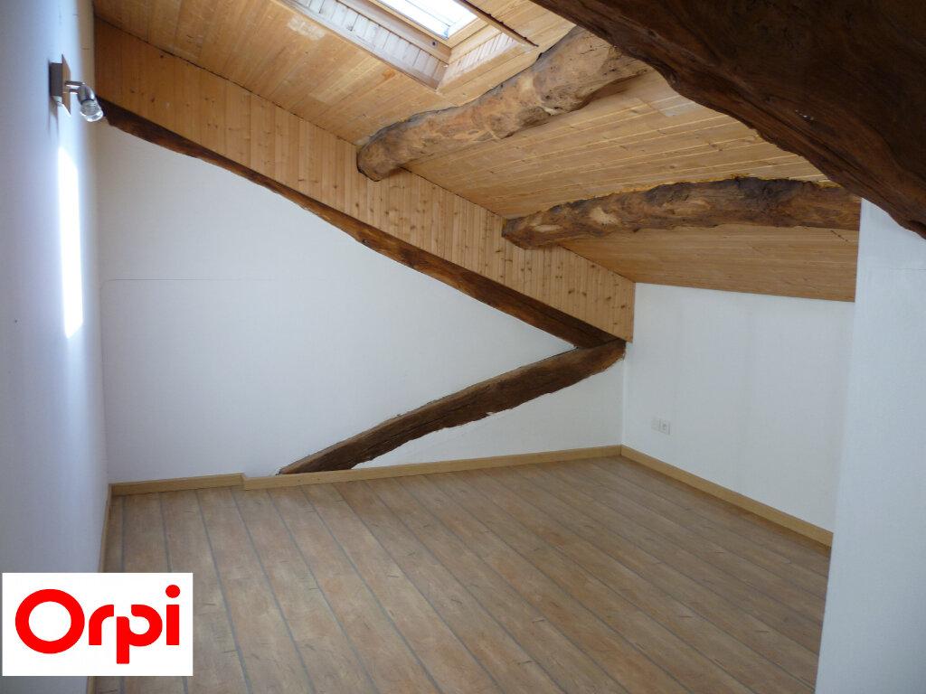 Appartement à louer 4 74.6m2 à Saint-Étienne-de-Saint-Geoirs vignette-3