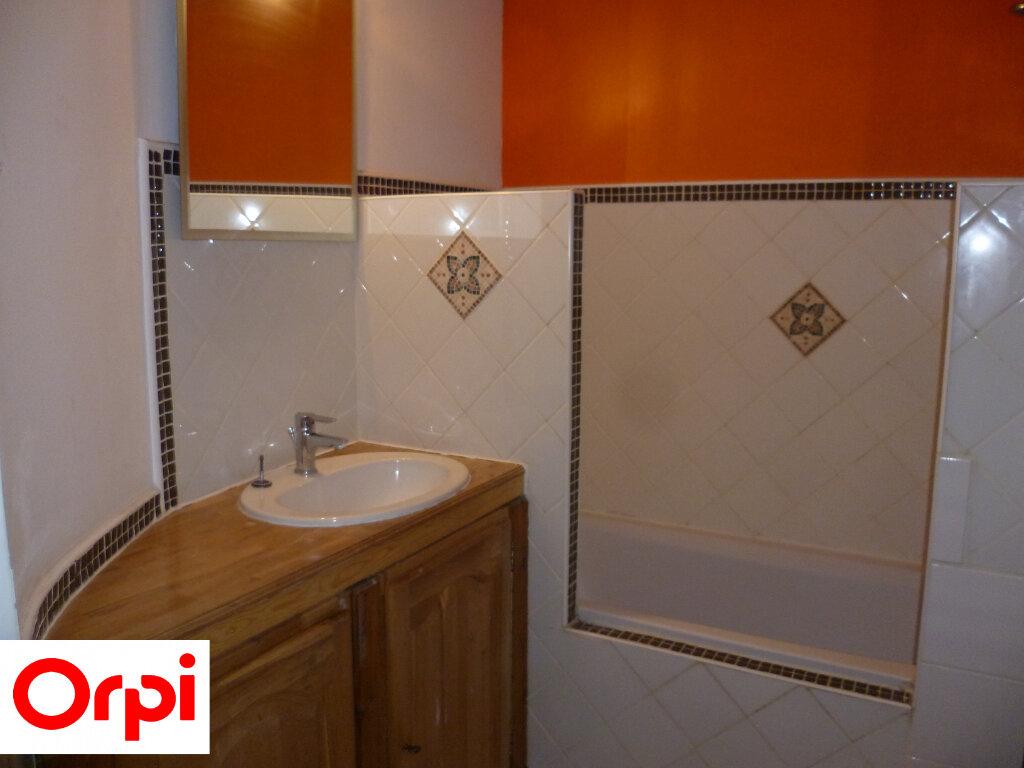 Appartement à louer 4 74.6m2 à Saint-Étienne-de-Saint-Geoirs vignette-6