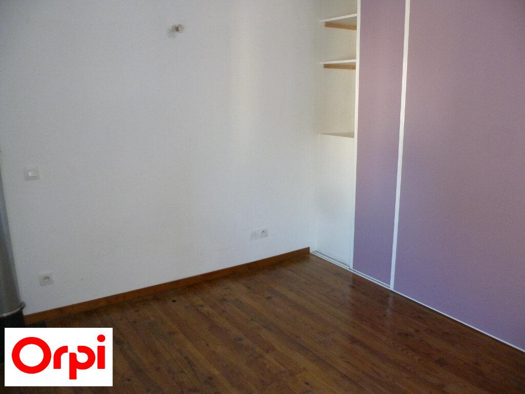 Appartement à louer 4 74.6m2 à Saint-Étienne-de-Saint-Geoirs vignette-9