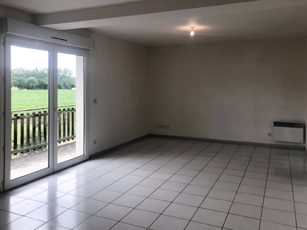 Appartement à louer 3 58.35m2 à Brézins vignette-2