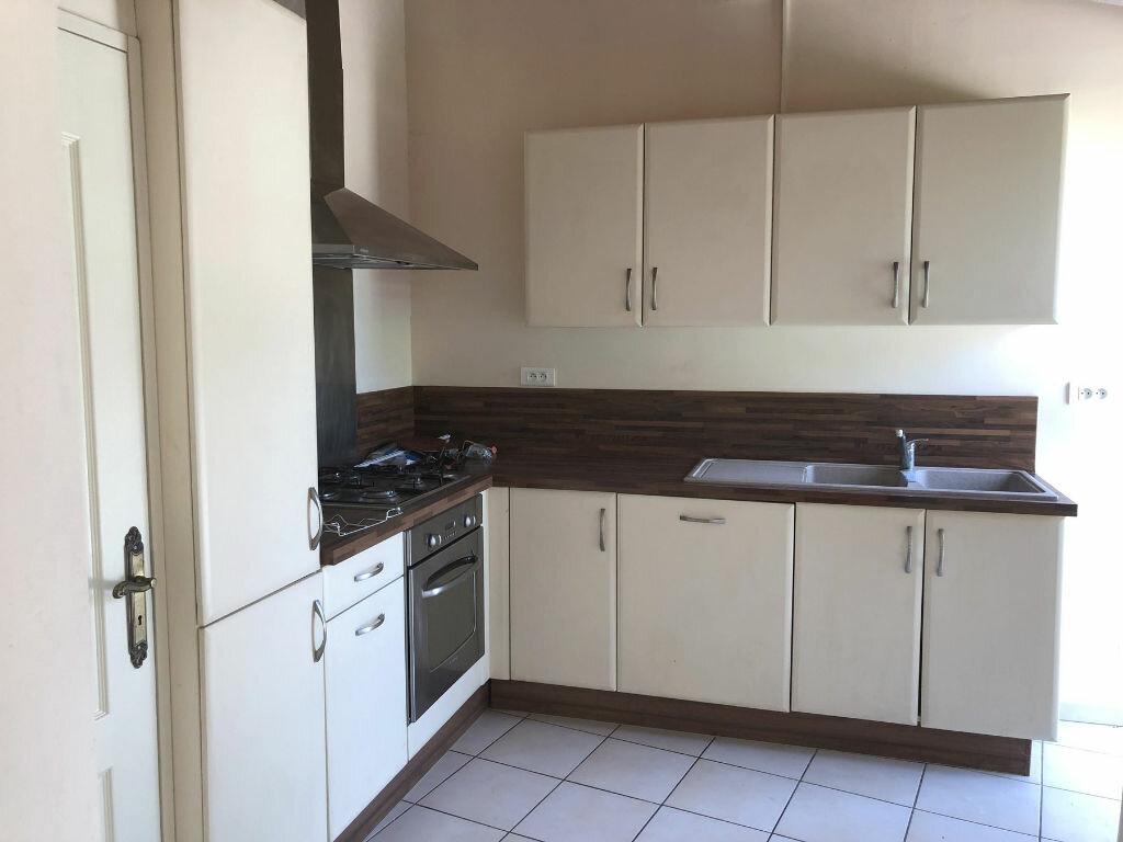 Appartement à louer 3 82.31m2 à Montélimar vignette-3