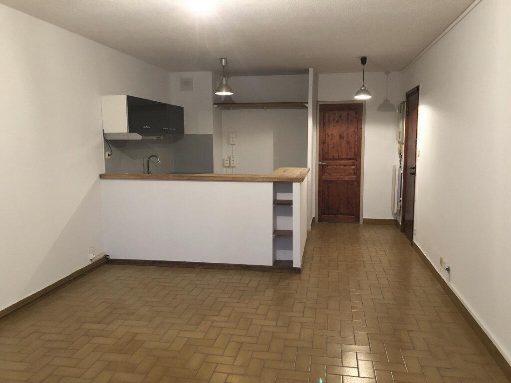 Appartement à louer 2 50m2 à Montélimar vignette-1