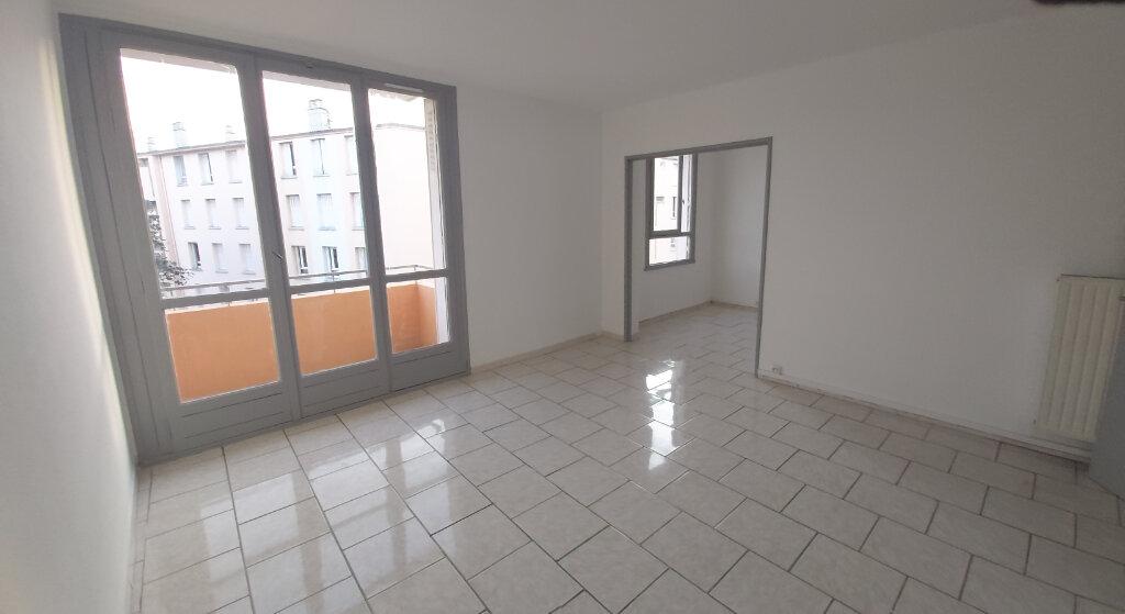 Appartement à louer 3 63.9m2 à Montélimar vignette-1