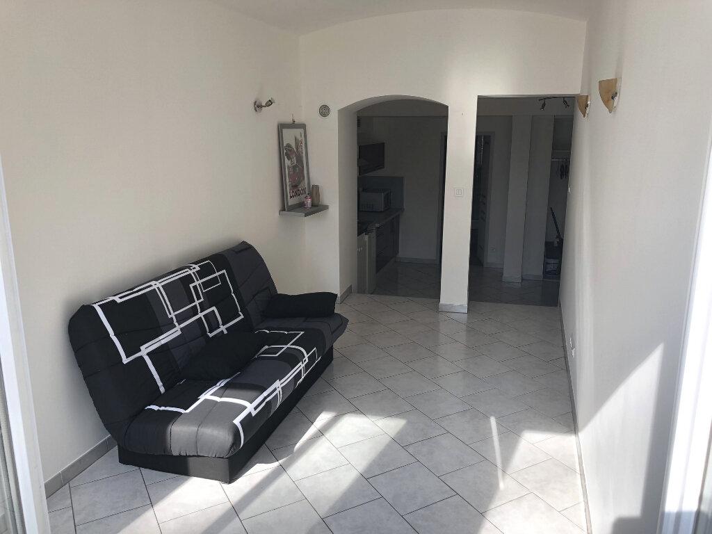 Appartement à louer 1 29.68m2 à Montélimar vignette-2