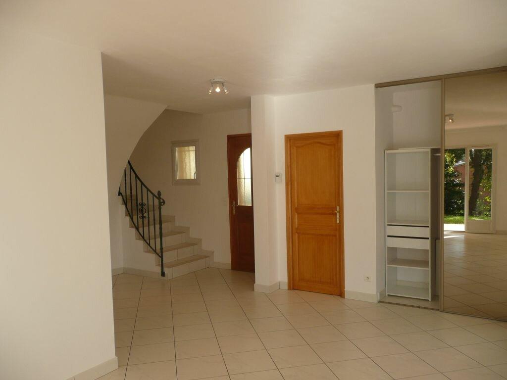 Maison à louer 5 125m2 à Sussargues vignette-4