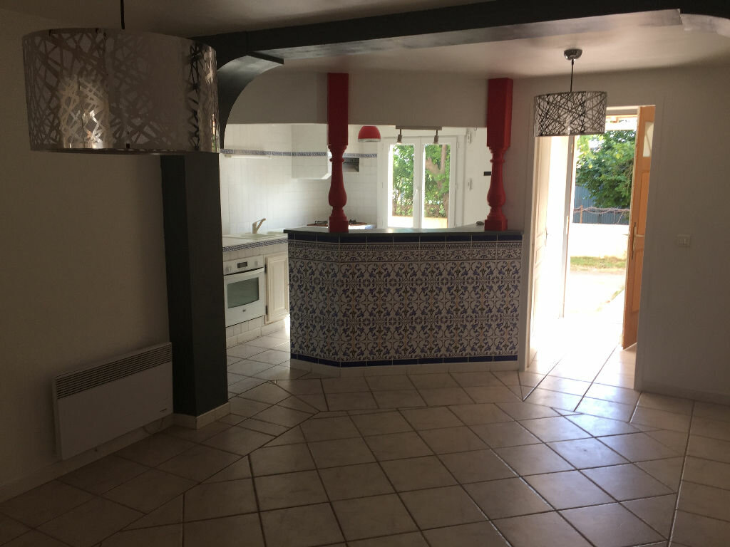 Appartement à louer 4 80m2 à Lunel-Viel vignette-2