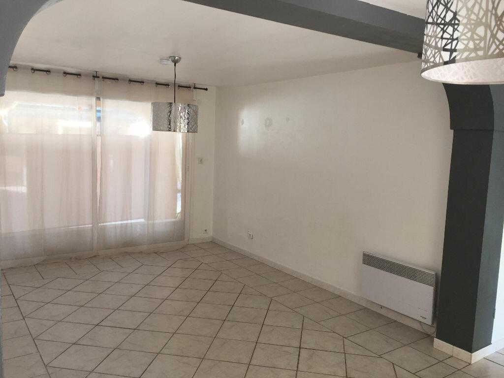 Appartement à louer 4 80m2 à Lunel-Viel vignette-4