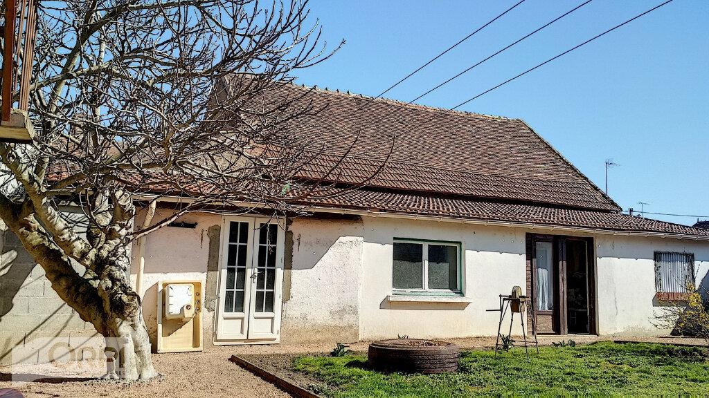 Maison à vendre 3 60m2 à Villefranche-d'Allier vignette-1
