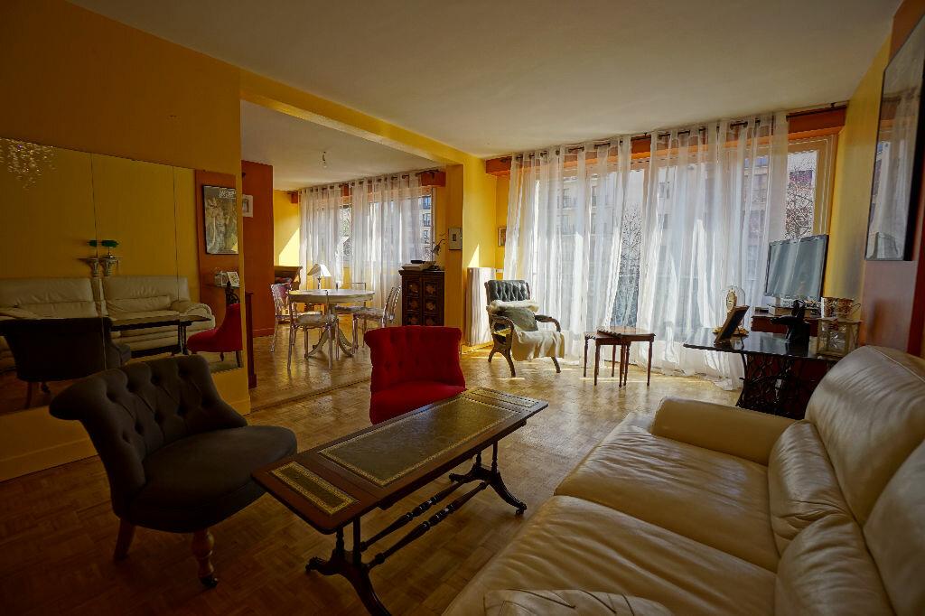 Appartement à vendre 4 106m2 à Montluçon vignette-1