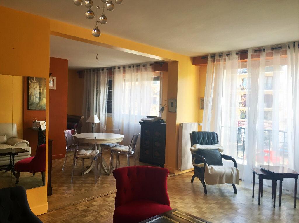 Appartement à vendre 4 106m2 à Montluçon vignette-4