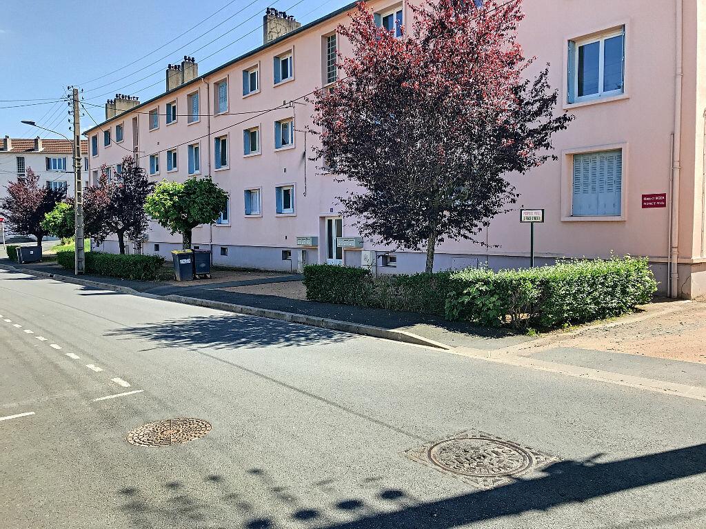 Appartement à vendre 3 67.46m2 à Montluçon vignette-1