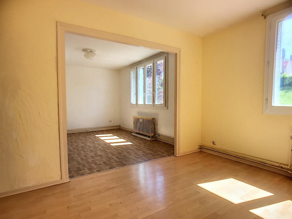 Appartement à vendre 3 67.46m2 à Montluçon vignette-3
