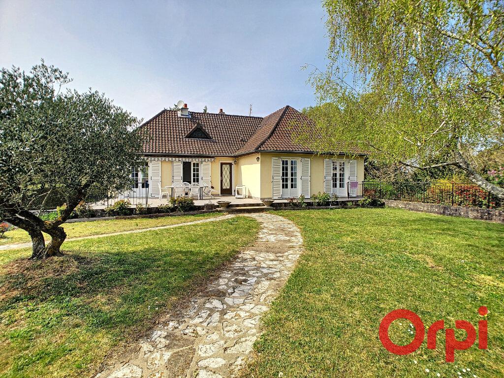 Maison à vendre 8 194m2 à Ainay-le-Château vignette-1