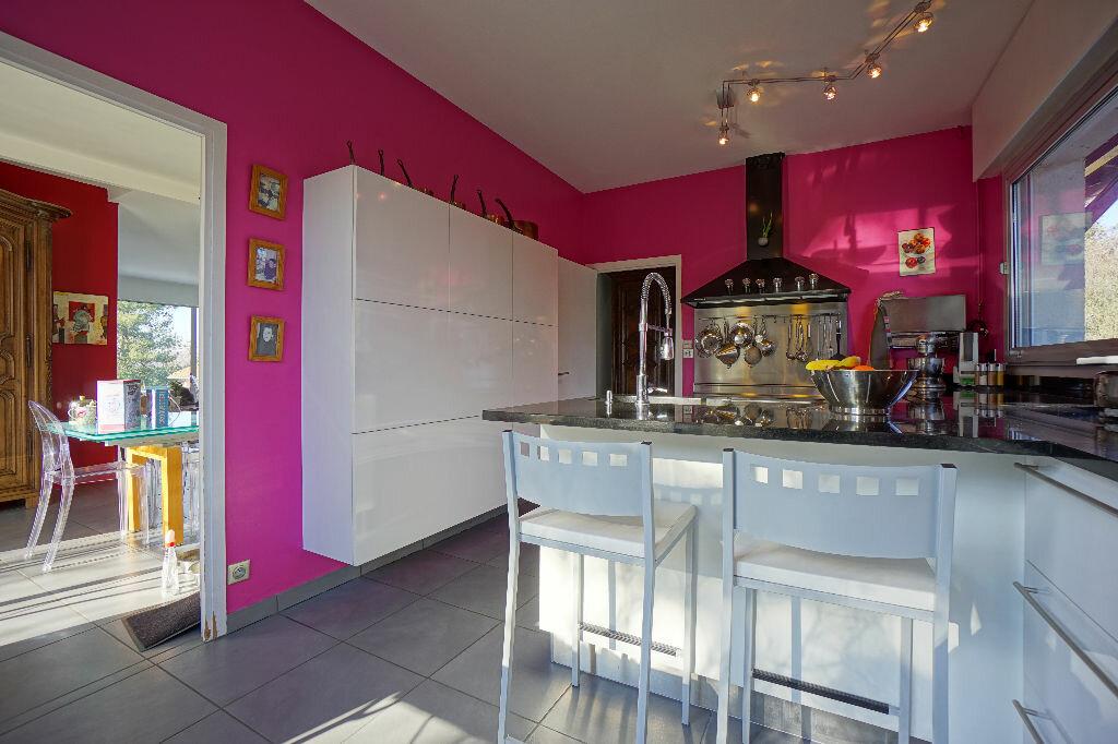 Maison à vendre 9 230m2 à Néris-les-Bains vignette-1