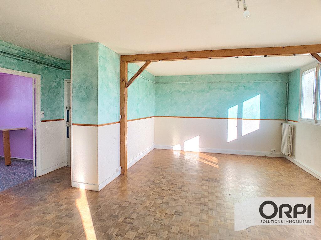 Appartement à vendre 3 58.11m2 à Saint-Amand-Montrond vignette-1